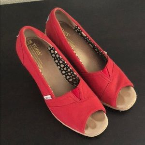 TOMS red canvas peep toe wedges
